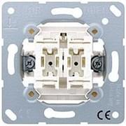Механизм выключателя одноклавишного, универс. (вкл/выкл с 2-х мест) 10 А / 250 В Jung A500 Белый 506u
