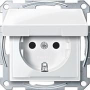 Розетка 1-ая электрическая , с заземлением и крышкой, защитными шторками, Merten, Белый