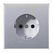Розетка с заземляющими контактами 16 А / 250 В~ с защитой от детей Jung LS Aluminium Алюминий al1520ki